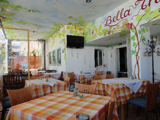 Bella Thira : Restaurant interior