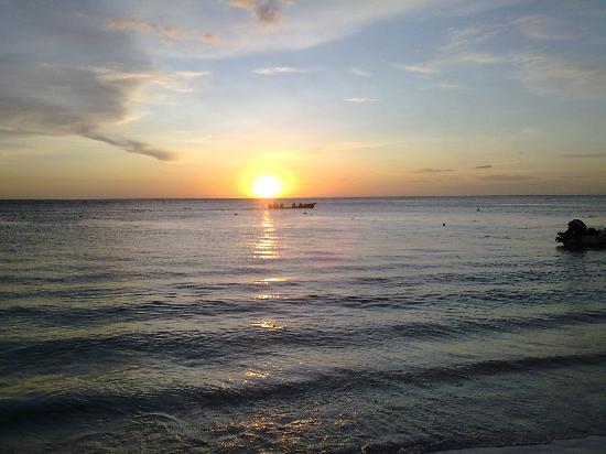 Las Sirenas Hotel & Condos: tramonto