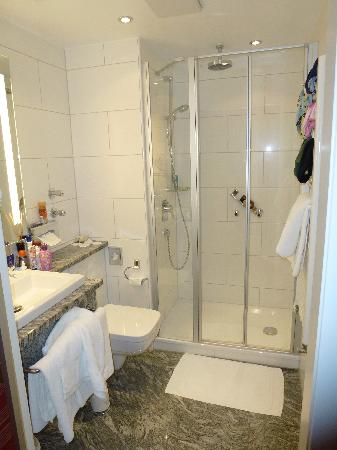 Hotel Azenberg: bathroom