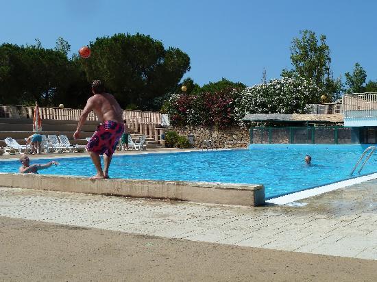 Porto Giardino Resort: Fun and games at the pool