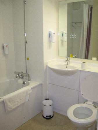 Premier Inn Liskeard Hotel Clean Bright Bathrooms