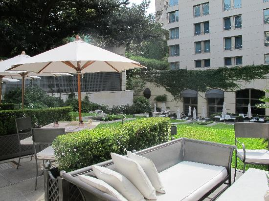 Palacio Duhau - Park Hyatt Buenos Aires: Beautiful outdoor bar / lounge / lobby