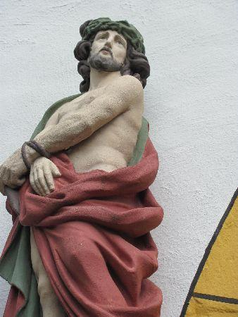 Heiligkreuz-Kapelle: detail figure exterior