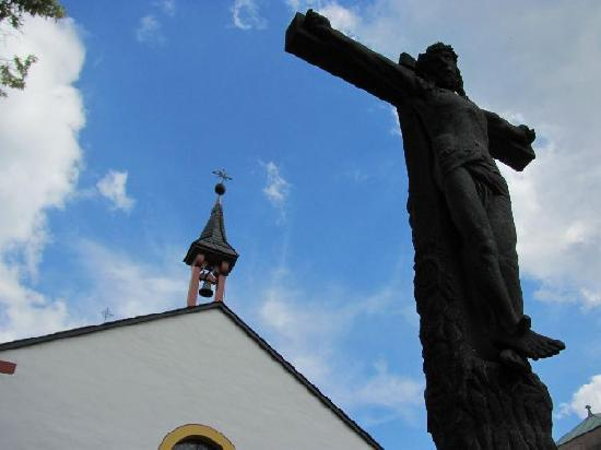 Heiligkreuz-Kapelle: flèche and crusifix