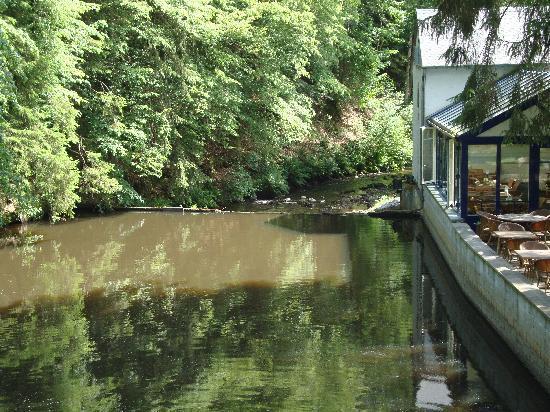 Les Forges du Pont d'Oye : le cours d'eau au pied de l'hotel