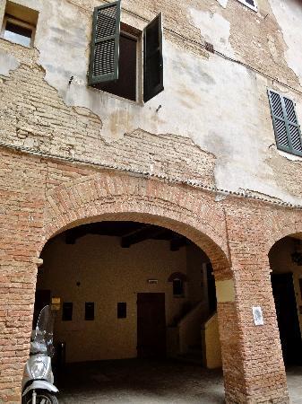 Albergo Cannon d'Oro: Entrance to the hotel