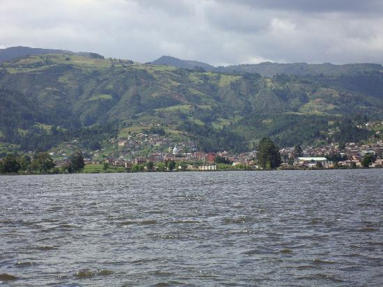 Estelar Paipa Hotel & Convention Center: Paipa vista desde el Lago Sochagota
