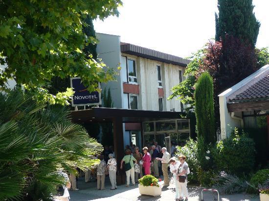 Novotel Aix en Provence Beaumanoir Les 3 Sautets: Hoteleingang