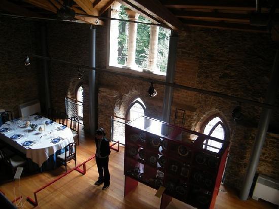 Castello del Roccolo : tavola imbandita