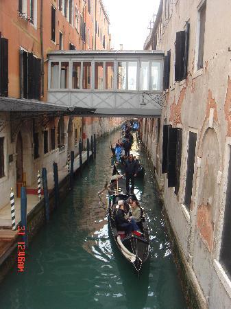 Venice, Italy: gondole in coda