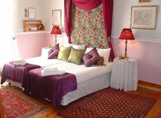 John Montagu Guest House: room 142