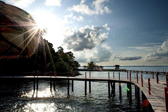 Loola Adventure Resort: Sun sets over Loola