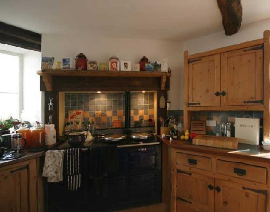 Lake Farmhouse: Farmhouse Kitchen with Aga
