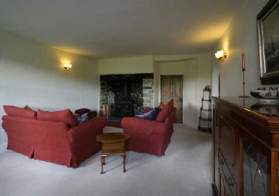 Lake Farmhouse: Guest Lounge