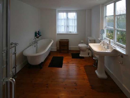 Lake Farmhouse: Hayloft Ensuite (Bathroom)