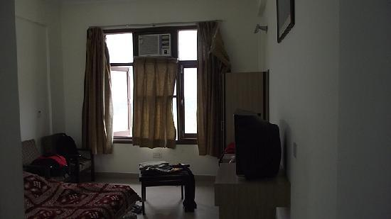 Hotel Shree Hari Niwas: our room (deluxe as they say)