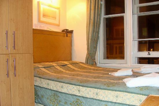Kensington Suite Hotel: Habitacion