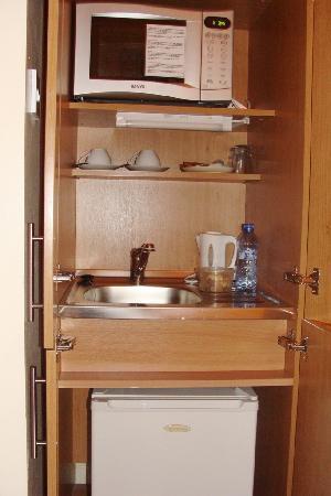 Vista armario cocina fotograf a de kensington suite hotel - Armarios de cocina en kit ...