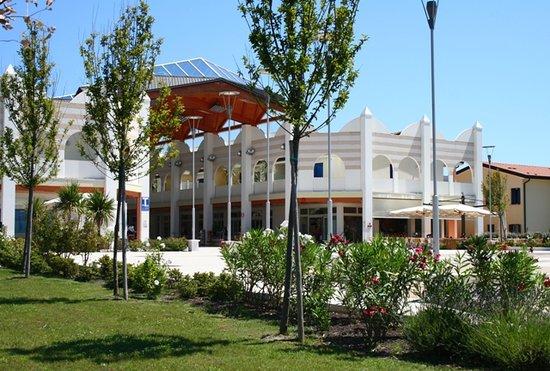 Residence La Quercia: Galleria La Quercia, Caorle Lido Altanea