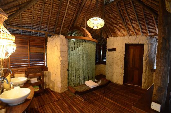 Mnemba, Tanzania: Bathroom