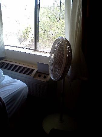 Comfort Inn Silver City: Suite 231 (with faulty AC and the fan that was provided without apologies)