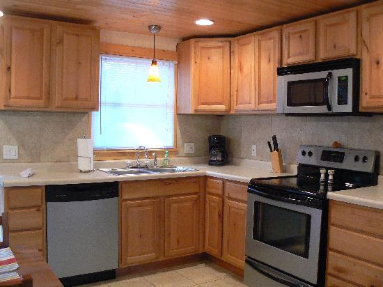 Maple Ridge Cottages: Eat-in Kitchen