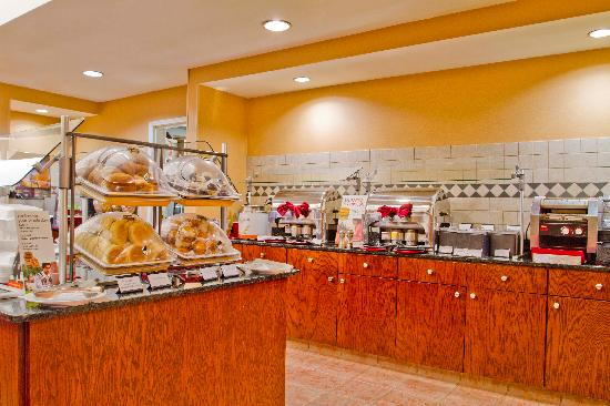 Residence Inn Charlotte Piper Glen: Full Hot Breakfast