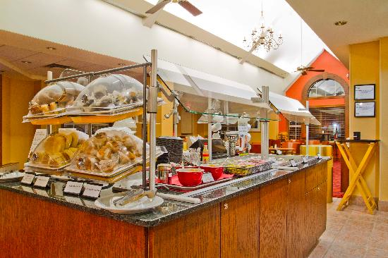 Residence Inn Charlotte Piper Glen: Vast Variety of Breakfast Items