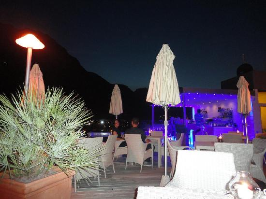 Hotel Kristal Palace - Tonelli Hotels: sky pool bar in the night