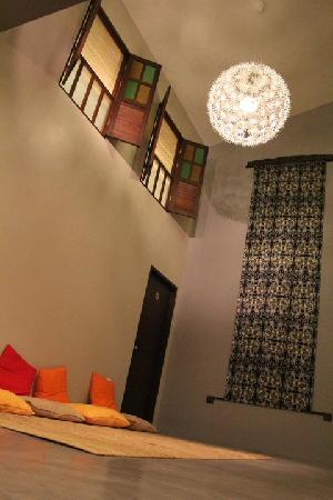 Lodge 121: the place u can chat with friends and relax after travelling for 1 day