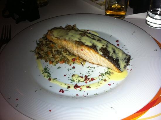Avli Tou Thodori: salmon with wild rice and lentils