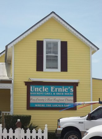 Uncle Ernie's Bayfront Grill: Front Side