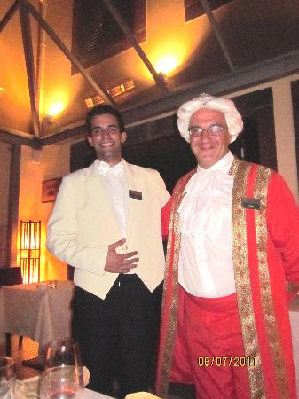Restaurante Mozart: Simon(Mozart) and one of the waiters