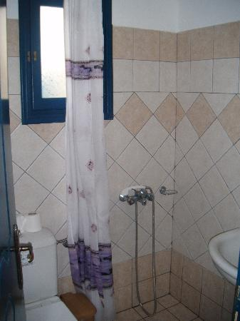 Hotel Eleftheria: Bathroom