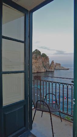 Tonnara di Scopello : Dalla finestra