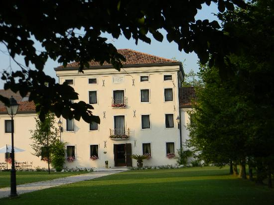 Hotel & Residence Villa dei Carpini: Forderfront des Hotels