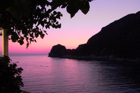 SENSIMAR Grand Mediterraneo Resort & Spa by Atlantica: Sunset in the bay