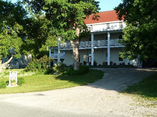 The Queen's Inn: The Inn