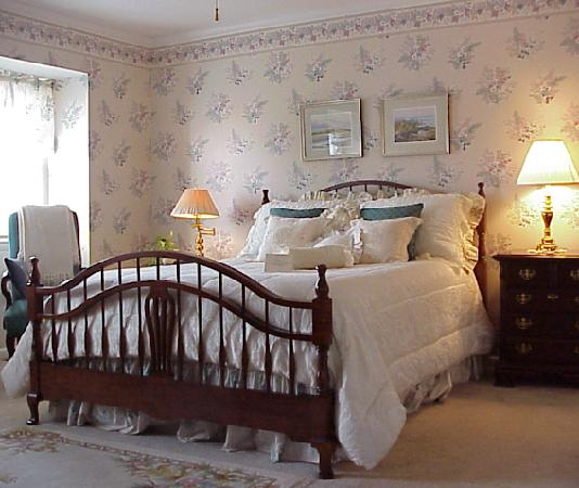 ‪‪Gatehouse Bed and Breakfast‬: College Walk Room – The tranquil beauty of a walk through the historic streets of Annapolis, the‬