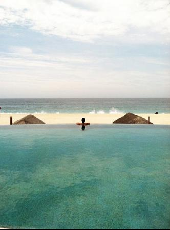 Las Ventanas al Paraiso, A Rosewood Resort: Looking out into the ocean from infinity pool