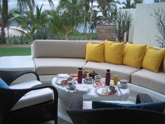 Las Ventanas al Paraiso, A Rosewood Resort: Breakfast on our patio every AM