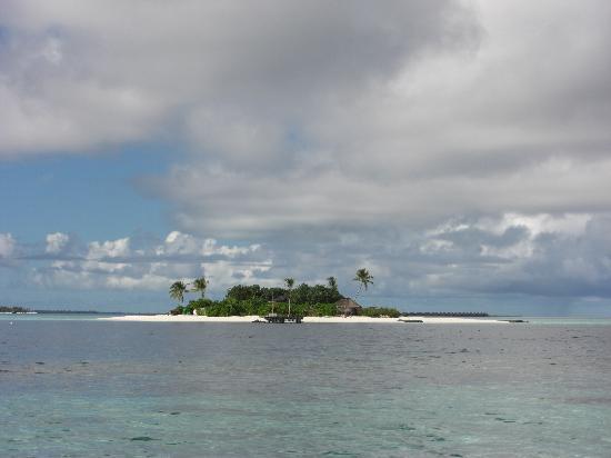 Maafushivaru: The sister island