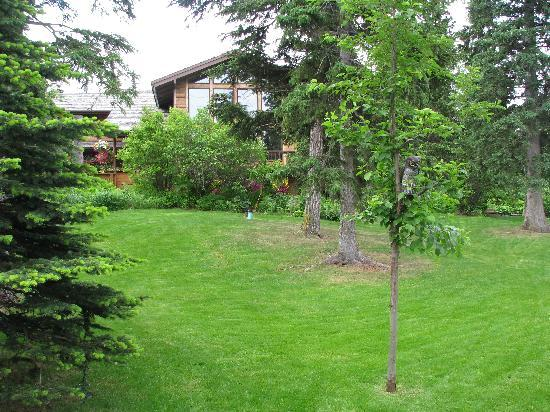 Alaskan Frontier Gardens Bed and Breakfast: great curb appeal