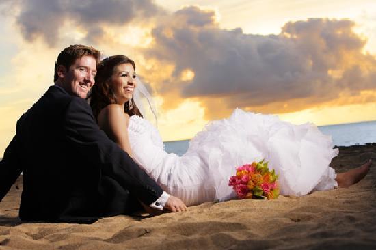Garden Island Inn: Tunnels Beach Wedding