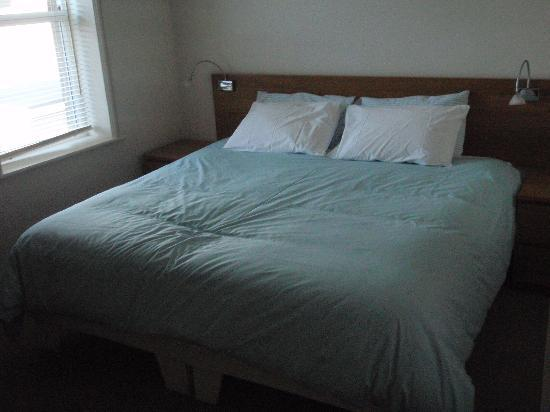The Arthur Guest House: The bedroom - double bed