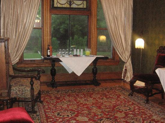 William Sauntry Mansion: Wine and Cheese reception awaits!