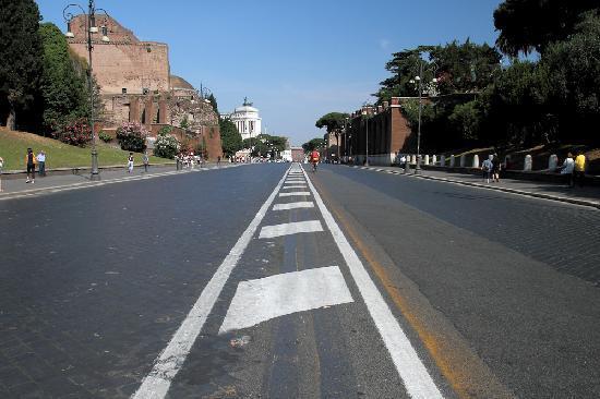 Rome Sharing Tour : Road to Piazza Venezia