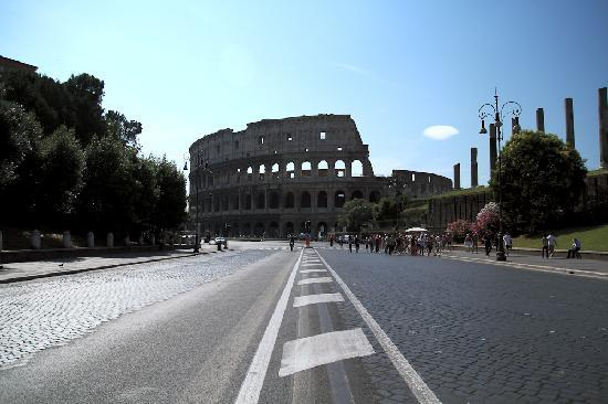 Rome Sharing Tour: Road to Coliseum