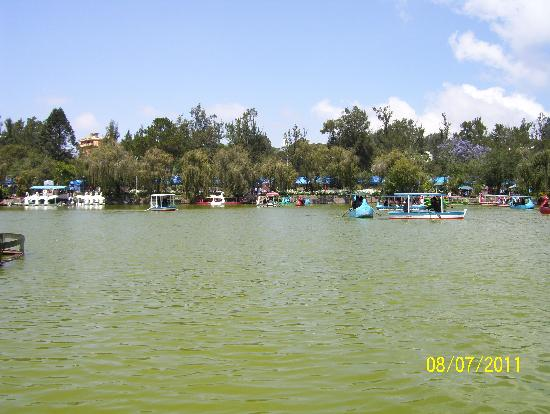 Baguio, Filipinler: AHH-- A beautiful day at Burnham Park :)