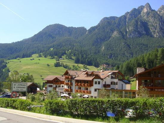 Cyprianerhof Dolomit Resort: View of the hotel